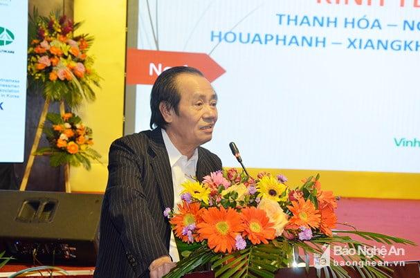 Ông Nguyễn Ngọc Mỹ - Phó Chủ tịch Hiệp hội Doanh nhân Việt Nam ở nước ngoài báo cáo tổng quan về Hành lang Kinh tế Đông - Tây