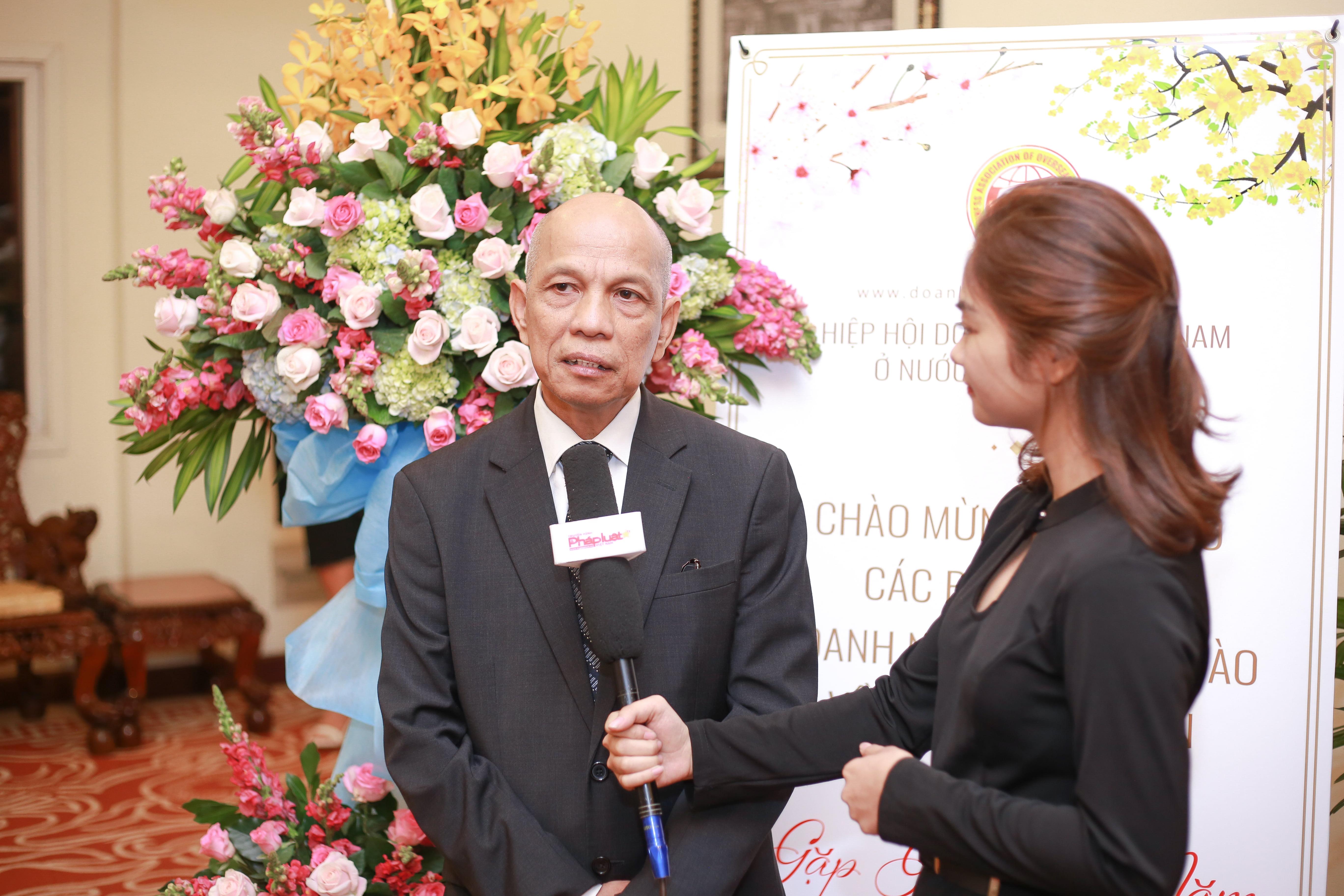 Ông Peter Hồng thay mặt bà con kiều bào gửi lời trân trọng cảm ơn, lời kính chúc tốt đẹp đến các lãnh đạo, các đại diện ban ngành của TP. Hồ Chí Minh