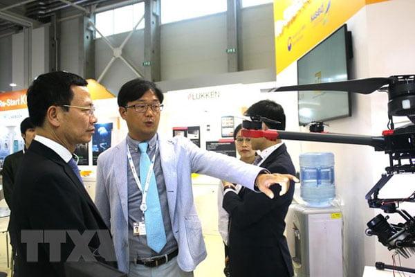 Bộ trưởng Bộ Thông tin và Truyền thông Nguyễn Mạnh Hùng tham dựTriển lãm Viễn thông Thế giới 2019 (ITU 2019) tại Hungary. Ảnh: Công Thuận/TTXVN
