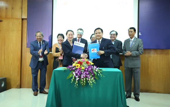 Hội Việt - Mỹ và Hội đồng Doanh nhân Việt - Mỹ ký kết Ý định thư Hợp tác và Biên bản ghi nhớ. Ảnh: Tuấn Việt.
