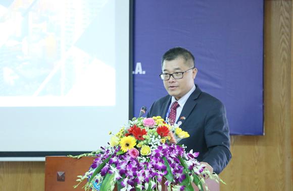Ông David Hồ, Chủ tịch Hội đồng Doanh nhân Việt - Mỹ phát biểu. Ảnh: Tuấn Việt.