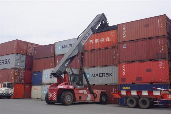 Các doanh nghiệp FDI nghiên cứu kỹ lưỡng các FTA mà Việt Nam ký kết trong khi khôn ít doanh nghiệp trong nước thờ ơ. Ảnh: Quốc Thái.