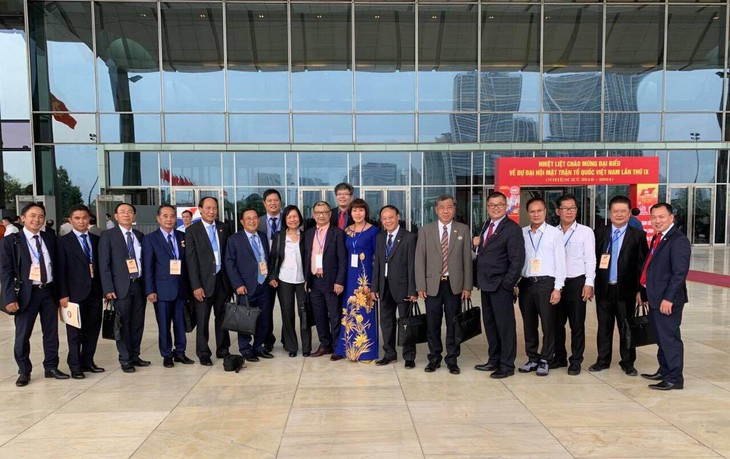 Các đại biểu là người Việt Nam ở nước ngoài về dự Đại hội đại biểu UBTƯ MTTQ Việt Nam lần thứ 9