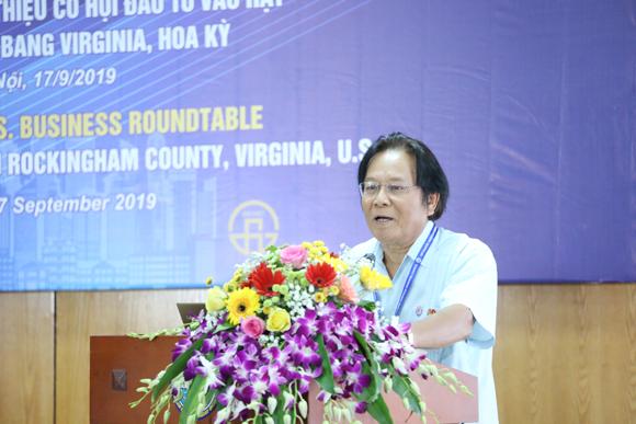 Đại sứ Nguyễn Tâm Chiến phát biểu tại Tọa đàm. Ảnh: Tuấn Việt.