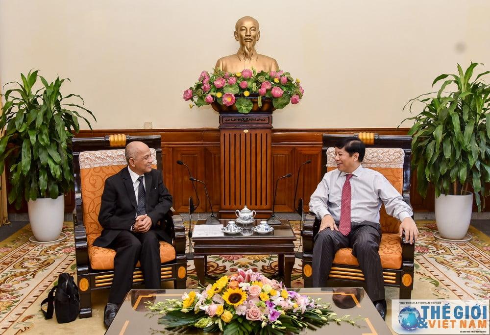 Thứ trưởng Nguyễn Quốc Cường, Chủ nhiệm Ủy ban Nhà nước về người Việt Nam ở nước ngoài tiếp ông Peter Hồng - Phó Chủ tịch Thường trực Hiệp hội Doanh nhân người Việt Nam ở nước ngoài.