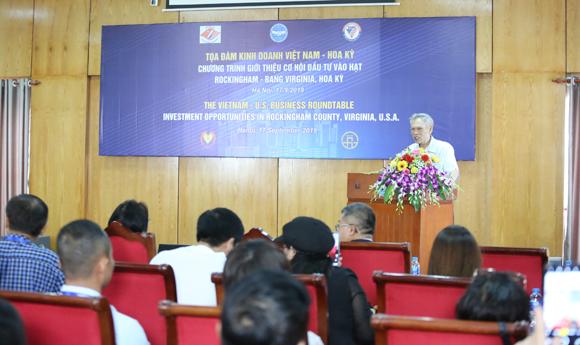 Nguyên Bộ trưởng Thương Mại TrươngĐình Tuyển phát biểu tại Tọa đàm. Ảnh: Tuấn Việt.