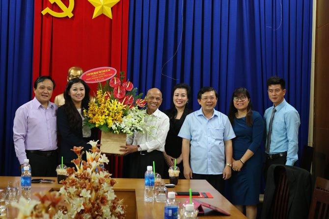 Phó chủ tịch UBMTTQVN Nguyễn Hữu Dũng thăm và Chúc mừng Hiệp hội Doanh nhân Việt Nam ở nước ngoài
